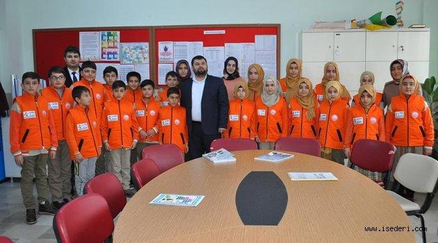 Ortaokul öğrencilerinden oluşan 'iyilik timi' iş başında