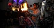 Gazzeli berberden elektrik kesintilerine ilginç çözüm